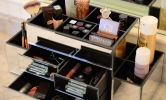 How to Keep Your Vanity Table Organized