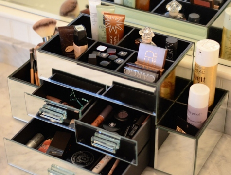 How to Keep Your Vanity Table Organized Picture